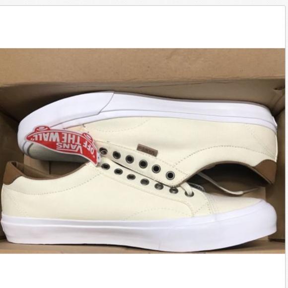 a97cef1ff94049 VANS Court C L Classic White True Shoes